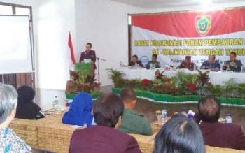 Ketua FPK Kalteng Yohanes Freddy Ering saat memberikan sambutan pembukaan Rakor FPK di Betang Hapakat Palangka Raya.