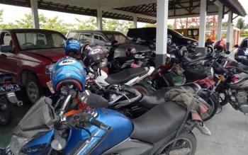 Kendaraan yang akan dilelang sudah terparkir di halaman Dinas Pengelolaan Keuangan dan Aset Daerah (DPKAD) Sukamara.