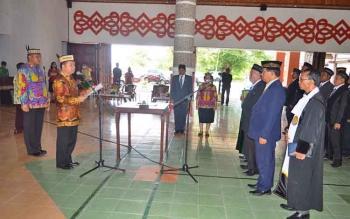 Bupati Kapuas Ben Brahim S Bahat melantik pejabat struktural di lingkup pemkab, Kamis (23/3/2017).