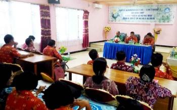 Sekretaris Dinas Pendidikan dan Kebudayaan Kabupaten Gunung Mas, Adrinedy (tengah) menyampaikan sambutan saat Rakor UAS dan ujian nasional, Kamis (23/3/2017)