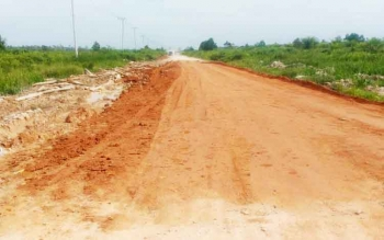 Jalan Pangkalan Bun - Kotawaringin Lama (Kolam) nampak sudah rata. Dinas PUPR mengklaim, jalan tersebut sudah fungsional.