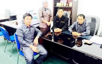 Sejumlah anggota DPRD Kabupaten Barito Utara saat berkumpul di ruang Komisi A.