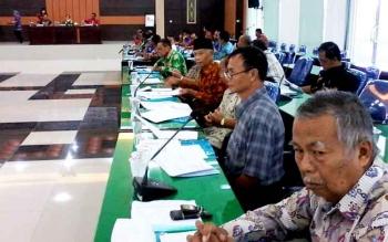 Suasana rapat koordinasi penanggulangan kemiskinan yang dipimpin Wakil Bupati Sakariyas di Aula Bappelitbang, Kamis (23/3/2017).