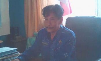 Kepala sekolah SMAN 1 Tamiang Layang Rogan Gunawan di Ruang Kerjanya
