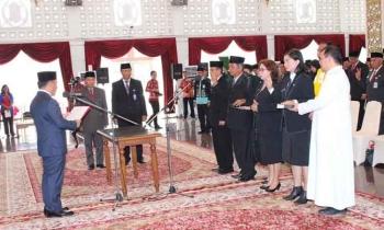 Gubernur Kalteng, Sugianto Sabran melantik pejaat eselon, Jumat (24/3/2017)