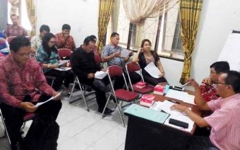 Suasana saat rapat membahas program tanggung jawab sosial dan lingkungan perusahan pada rencana kerja organisasi perangkat daerah 2018 di Kantor BP3D Kabupaten Gunung Mas, Jumat (24/3/1017).
