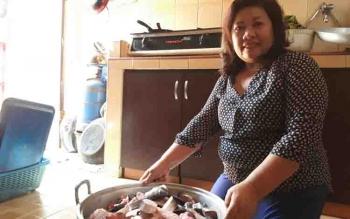 Yussie Kemikson Tarung, pelaku usaha pengolahan iwak wadi di Sampit.
