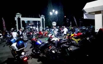 Beberapa komunitas sepeda motor di Barsel hadiri 2th anniversary YVCI Chapter Buntok dan Bartim. Di Jaro Pirarahan Buntok, Sabtu (25/3/2017) malam.