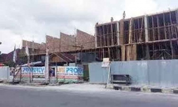 Salah satu bangunan di Jalan Pangeran Antasari berdiri tanpa IMB tahun lalu. Dinas terkait berjanji akan menertibkan bangunan-bangunan yang belum mengantongi izin.