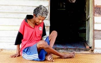 Johan, warga miskin yang tinggal di Jalan Manggis, Pematang Kambat, RT 01, Desa Pematang Panjang, Kecamatan Seruyan Hilir, Kabupaten Seruyan, yang menderita penyakit aneh.