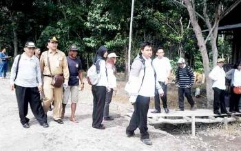 Tim Audit PBS Kotim dan pihak Kejaksaan Negeri Kotim saat turun ke lokasi lahan ilegal di Kecamatan Seranau, Kabupaten Kotim, beberapa waktu lalu