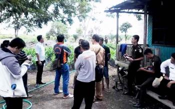 Kejaksaan Negeri Sampit bersama Tim Audit PBS saat turun ke lokasi sawit illegal di Kecamatan Seranau, Kabupaten Kotim, beberapa waktu lalu.