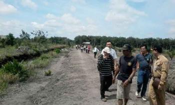 Tim Audit PBS Kotim saat menuju lahan sawit ilegal di Kecamatan Seranau, Kabupaten Kotim.