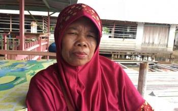 Sanimah (56), keluarga korban tenggelam di Sungai Arut menyebut musibah ini karena ulah siluman naga.