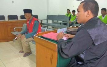 Muhammad Amin menjalani sidang di Pengadilan Negeri Palangka Raya dengan dakwaan penipuan, Rabu (29/3/2017)