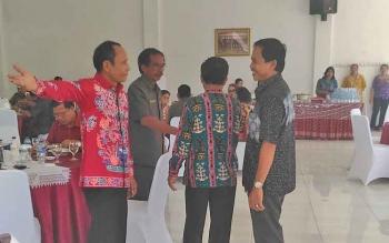 Bupati Gunung Mas Arton S Dohong menyambut para tamu yang hadir, Rabu (29/3/2017)