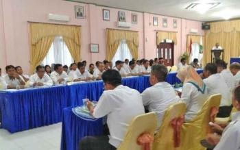 Sekda Sukamara Sumantri saat membuka kegiatan Musrenbang di aula Kantor Bappeda Sukamara.