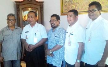Wakil Wali Kota Palangka Raya, Mofit Saptono Subagio saat melakukan Safari Nyepi ke tokoh agama Hindu dan Hindu Kaharingan, Rabu (29/3/2017).