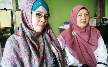 Sahwirul Yati dan SM saat menjelaskan kronologi kejadian kepda Borneo News, di ruang guru, Rabu (29/3/2017)