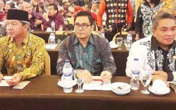 Wakil Bupati Gunung Mas Rony Karlos (tengah) mengikuti Workshop Pemantapan Pemeriksaan Dalam Entry Meeting LKPD anggaran 2016 di Hotel Grand Clarion, Makasar, Sulawesi Selatan, Rabu (29/3/2017).