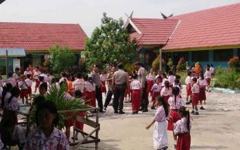 Menyikapi isu penculikan anak di Kabupaten Kobar, Polres Kobar menggelar patroli ke sekolah-sekolah