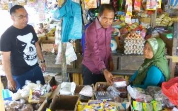 Tim Disnakertrans Sukamara saat melakulan survei kebutuhan hidup layak.
