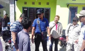 Anggota Polres Kotim, BPN Sampit dan dari pihak bersengketa Hairil alias Itak Cs dengan dari pihak Ricky, saat di lokasi Jalan BumiRaya II, Kelurahan Baamang Barat, Kecamatan Baamang, Kabupaten Kotim, Jumat (31/3/2017).