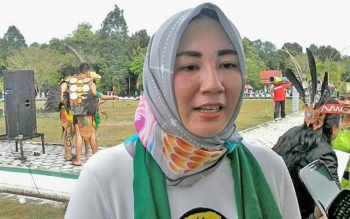 Endang Susilawatie, istri Bupati Ahmad Yantenglie