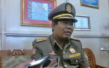 Bupati Katingan Ahmad Yantenglie saat menyampaikan keterangan pers di Kasongan, Jumat (31/3/2017).