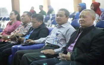 Program Studi Magister Pendidikan Dasar Universitas Muria Kudus (UMK) mengkaji Entrepreneurship Education dalam seminar nasional, di Auditorium Kampus UMK, Sabtu (1/4/2017). Acara yang diikuti ratusan peserta itu dibuka Rektor Suparnyo.\r\n