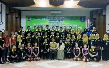 Bupati Seruyan Sudarsono didampingi isteri Ratna Mustika bersama pengurus IKPMS Malang, Jawa Timur periode 2016-2017.