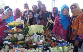 Peserta lomba memasak makanan khas Kalteng dari Kecamatan Pulau Hanaut.