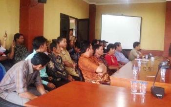 Masyarakat Desa Tahujan Ontu saat menghadiri di rapat dengar pendapat di DPRD Kabupaten Murung Raya, Senin (3/4/2017).