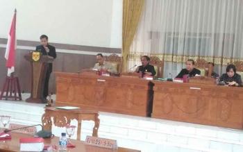 Juru Bicara Fraksi NasDem ketika menyampaikan pendapat akhir Fraksi NasDem pada rapat paripurna DPRD Gunung Mas, Senin (3/4/2017).