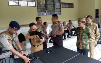 Gubernur Kalteng bersama Ketua DAD dan Ketua Perbakin nembak bareng Kapoldadi lapangan tembak Mapolda Kalteng.