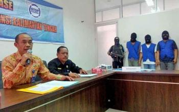 Kepala BNNP Kalteng Brigadir Jenderal Triwarno Atmojo menggelar press release pengungkapan tersangka narkoba, Selasa (4/4/2017)