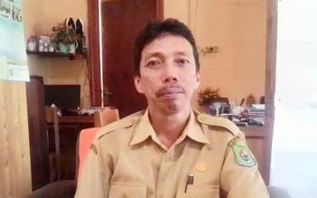 Muhamad Amin Ambotuo Kepala Sekolah SMKN 3 Kuala Kapuas Selasa(4/4/2017) di ruang kerjanya.