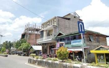 Tampak salahsatu gedung penangkaran walet di jalan Tjilik Riwut, Nanga Bulik.