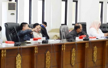 Sejumlah anggota DPRD Barut saat mengikuti rapat pembahasan bersama Pemkab Barut dan dinas terkait.