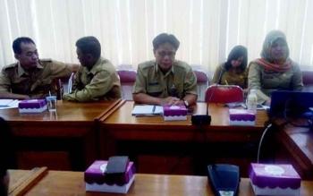 Suryadi (tengah), Sekretaris TPID Kalteng