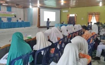 Siswa SMA di Kabupaten Sukamara saat mengikuti sosialiasi yang digelar Kesbangpolinmas setempat.