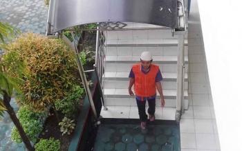 Ego Gunawan alias Ego menuju sel tahanan Pengadilan Negeri Sampit.