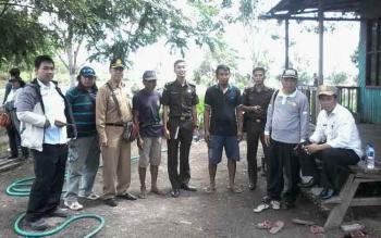 Tim Audit PBS Kotim bersama Kejaksaan Negeri Kotim saat mengecek lahan milik Heri yang tidak mengantongi izin di Kecamatan Seranau, Kabupaten Kotim.