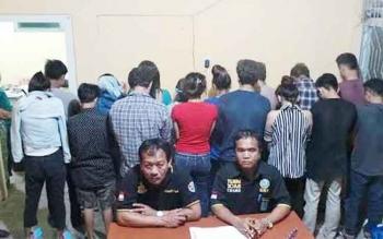 Satuan Narkoba Polres Kobar menangkap 13 ABG yang tengah pesta narkoba. Untuk menekan prilaku negatif itu, DPRD Kobar menggodok Raperda Perlindungan Pendidikan Agama bagi generasi muda.