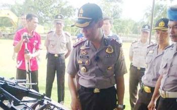 Kapolres AKBP Dedy Sumarsono saat meninjau kelengkapan dinas Polres Pulang Pisau.