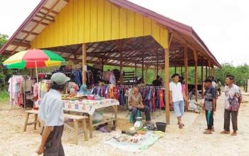 pasar desa di Sei Rahayu I, Kecamatan Teweh Tengah yang telah beroperasi.
