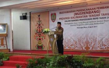 Gubernur Sugianto Sabran saat memberikan sambutan pada pembukaan Musrenbang di Aula Jayang Tingang. Sugianto gerap kepada tujuh PBS di Kotim yang tidak memerdulikan kepentingan orang banyak dan tidak mengindahkan pemerintah daerah.