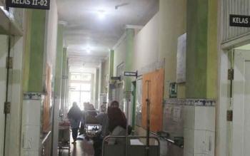 Salah satu peserta BPJS saat dirawat di lorong RSUD Sultan Imanuddin Pangkalan Bun.