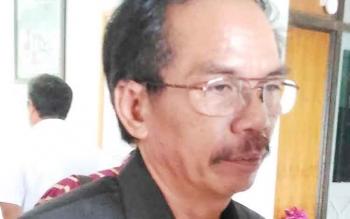Ketua DPRD Gunung Mas Gumer.