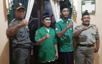 Pengurus GP Ansor Kotawaringin Barat usai menyampaikan siaran pers penolakan kampanye khilafah oleh Hizbut Tahrir Indonesia (HTI), Jumat (7/4/2017) malam.